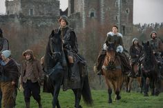 Sam Heughan Pictures on Outlander | POPSUGAR Entertainment, Dios que guapoooo