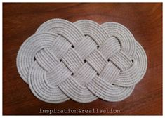 In this series - 25 Days of Homemade Christmas Gifts, Day 1 is this sweet and useful Celtic Knot Cord Trivet. Fast, cheap and adorable!