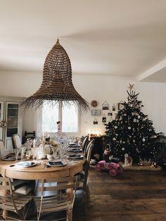 Sunday Grenadine - Page 6 sur 22 - Le blogzine lifestyle de toute la Famille Noel Christmas, Chandelier, Ceiling Lights, Table Decorations, Lifestyle, Holiday Decor, Sunday, Inspiration, Furniture