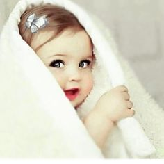 Image discovered by Zici. Find images and videos about baby and baby cute sweet on We Heart It - the app to get lost in what you love. Cute Kids Pics, Cute Baby Girl Pictures, Cute Baby Girl Wallpaper, Cute Little Baby Girl, Cute Babies Photography, Foto Baby, Cute Baby Videos, Cute Funny Babies, Baby Images