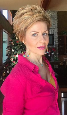 Beautiful Pixie Cuts for Older Women 2019 - The UnderCut Women Pixie Haircut, Haircut For Older Women, Short Pixie Haircuts, Short Hair Cuts For Women, Hairstyles Haircuts, Short Hair Styles, Latest Haircuts, Pixie Cut Kurz, Pixie Cuts