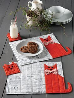 Cats and Dogs Star in These Easy Projects - Quilting Digest Cat Chow Place Mat and Coaster Set Cat Quilt Patterns, Mug Rug Patterns, Patchwork Patterns, Sewing Patterns, Patchwork Quilting, Canvas Patterns, Table Runner And Placemats, Quilted Table Runners, Lap Quilts