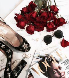 Desejo do dia: Ter um closet como o da @camilacoelho 💟 Cheio de lançamentos, tendências e peças das melhores grifes ✔️ #Fendi #envyotica #camilacoelho #fendieyeline #valentino