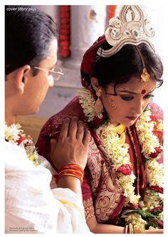 Look at dis. Bengali Bridal Makeup, Bengali Wedding, Bengali Bride, India Wedding, Beautiful Indian Brides, Beautiful Bride, Wedding Poses, Wedding Bride, Bengali Culture