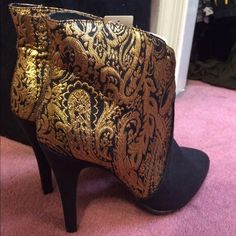 4c7d22b9a30 NEVER WORN Forever 21 Black   Gold high heel boots Never worn size 10  Forever 21