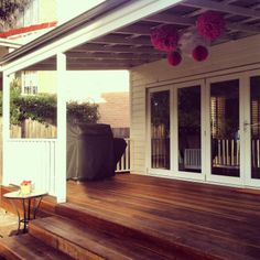Spotted Gum wide board deck with wide step entrance, timber balustrade in Dulux Antique White USA and timber bifold doors Back deck inspiration Deck Over Concrete, Concrete Porch, Spotted Gum Decking, Antique White Usa, Front Verandah, Front Deck, Front Porches, Stacking Doors, Door Decks