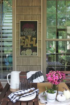 No matter how many pumpkin spice lattes we may have already had tomorrow is the actual start of fall! And Ive got this. Fall Chalkboard Art, Halloween Chalkboard Art, Thanksgiving Chalkboard, Chalkboard Lettering, Chalkboard Designs, Heart Projects, Changing Leaves, Printable Art, Free Printables