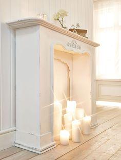 """miaVILLA_Dieses Schmuckstück bereichert Ihr Wohnzimmer und akzentuiert gekonnt den Kamin als Mittelpunkt des Wohnraums. Die Kaminumrandung """"Victoria"""" ist mit verschiedenen Zierelementen ausgestattet, die sich hervorragend in einen erlesenen Einrichtungsstil einfügen. Material: Tannenholz. Maße : B130 x T30 x H100 cm"""