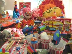 More cute Carnival/Circus party ideas - - - This one has cute ideas :)