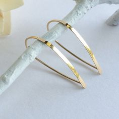 Simple yet makes a statement.   This modern & unique earring…