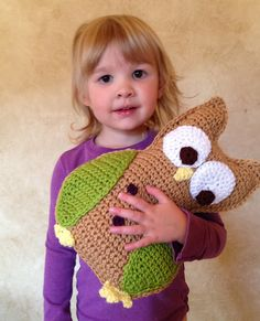 Crochet Stuffed Toys Ravelry: Little Hoot the Owl Crochet Stuffed Animal Toy pattern by Tara Cousins. - This pattern includes complete instructions with photos for creating this adorable stuffed owl toy! Crochet Owl Pillows, Crochet Owls, Crochet Animal Patterns, Owl Patterns, Stuffed Animal Patterns, Cute Crochet, Crochet Animals, Crochet Baby, Shibori