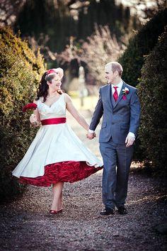 crinoline with pink dresses short bridal red wedding – Fashion dresses White Tea Length Dress, Tea Length Wedding Dress, Tea Length Dresses, White Dress, Wedding Robe, 50s Wedding, Purple Wedding, Bouquet Wedding, Summer Wedding
