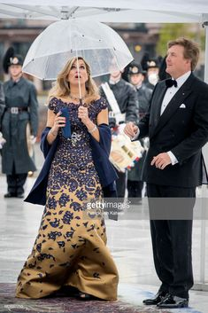 King Willem-Alexander and Queen Maxima of The Netherlands arrive at the Opera House on the ocassion of the celebration of King Harald and Queen Sonja of Norway birthdays on May 2017 in Oslo,. Royal Clothing, Casa Real, Royal Princess, Queen Maxima, Royal Fashion, Netherlands, Look, Glamour, Gowns