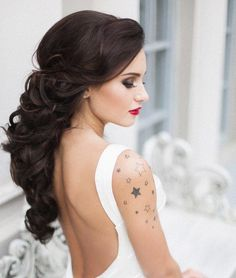 Lengthy pulled back wedding hairstyle with loose curls. via Elstile