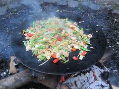 Koken op de Muurikka in de kampvuurkuil (De Haan bij Loosduinen - juni 2013)