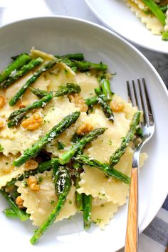 Ravioli with sautéed asparagus and walnuts. A quick and easy ravioli dish with sautéed asparagus and walnuts in a light, easy butter lemon sauce. Saute Asparagus, Asparagus Recipe, Meals With Asparagus, Ravioli Casserole, Ravioli Lasagna, Pasta Recipes, Cooking Recipes, Cooking Blogs, Recipes Dinner