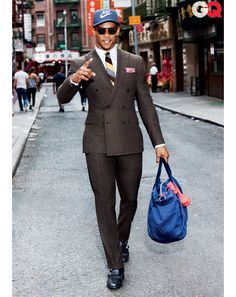 Victor Cruz New York NFL pour GQ Magazine Septembre 2012 « Timodelle Magazine - Men with style Mens Tailored Suits, Mens Suits, New York Giants, Men Suit Shoes, Look Formal, Brown Suits, Pinstripe Suit, Gq Magazine, Classy Men