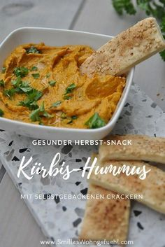 Vegan Fall Recipes Delicious, healthy and quick! Pumpkin hummus with homemade sesame crackers. Vegan Vegan Fall Recipes Delicious, healthy and quick! Pumpkin hummus with homemade sesame crackers. Fall Soup Recipes, Pumpkin Recipes, Raw Food Recipes, Vegetarian Recipes, Healthy Recipes, Homemade Crackers, Homemade Hummus, Pumpkin Hummus, Recipe Today
