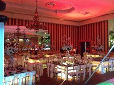 Contamos con mesas de cristal para una excelente iluminación en tu fiesta http://missxv.grupopalacio.com.mx/