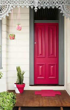 Federation paint schemes - Traditional - Exterior - Melbourne - by Dulux Paint Exterior Colors, Exterior Paint, Grey Exterior, Cottage Exterior, Exterior Tradicional, Rose Fushia, Beautiful Front Doors, Front Door Colors, Traditional Exterior