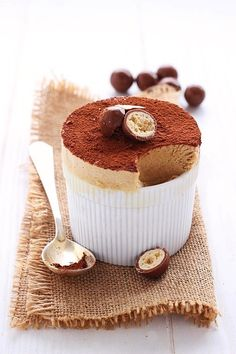 Mousse al - Icakebake - italian Cappuccino Mousse Sweet Desserts, Just Desserts, Sweet Recipes, French Dessert Recipes, Yummy Treats, Sweet Treats, Yummy Food, Souffle Recipes, Slow Cooker Desserts