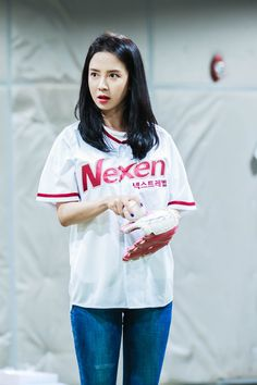 Song Ji Hyo first pitch for Nexen Heroes at the opening of 2017 KBO League Baseball Game. © MY Company