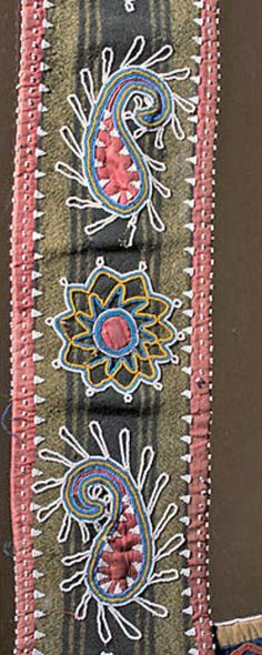lenape floral patterns | Bag; Delaware, Bandolier, Beaded Wool, Diamond Design, Tin Cones, 35 ... Native American Seed, Native American Crafts, Native American Beadwork, American Indians, Indian Beadwork, Native Beadwork, Beading Patterns, Beading Ideas, Floral Patterns