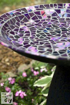 DIY birdbath mosaic with old cds on - http://www.meandmydiy.com/2013/05/mosaic-tile-birdbath-using-recycled-dvds.html