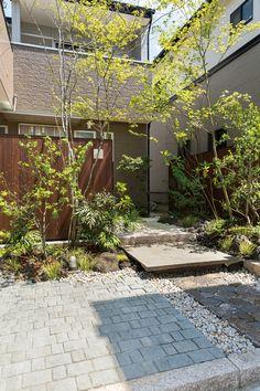 ユニソンは、ブロックやレンガ、ポストなどのガーデンエクステリア総合メーカーです。個人住宅の庭から公共施設まで、「機能」と「デザイン」を兼ね備えた商品を提供します。また、自然の力を採り入れた生活環境の提案を通して、人々の快適な暮らしを支えます。