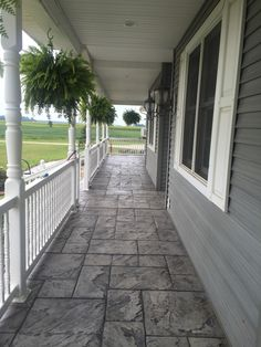 Ashler Slate stamped concrete with dove gray and domino coloring - Work-toptrendpin. Wood Walkway, Front Walkway, Concrete Porch, Concrete Color, Concrete Backyard, Circular Patio, Porch Flooring, Building A Porch, Stamped Concrete