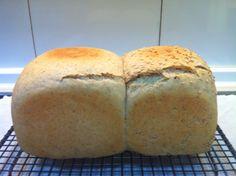 Pan de molde: Khorasan y trigo, con TANG ZHONG, mitad con sésamo tostado...