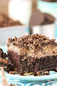 Oreo Chocolate Poke Cake - an easy homemade chocolate cake covered in more chocolate and Oreo whipped cream! Chocolate Oreo Cake, Chocolate Cake Recipe Easy, Homemade Chocolate, White Chocolate, Poke Cake Recipes, Poke Cakes, Dessert Recipes, Desserts, Salty Cake