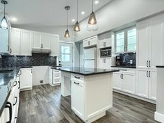 Kitchen Island, Home Decor, Kitchens, Island Kitchen, Decoration Home, Room Decor, Home Interior Design, Home Decoration, Interior Design