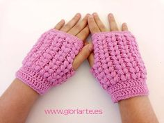 Guantes sin dedos o mitones de ganchillo en punto puff - Gloriarte crochet Tapas, Crochet Slippers, Fingerless Gloves, Arm Warmers, Diy, Mythology, Macrame, Outfits, Crochet Gloves