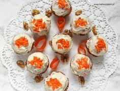 Babka z jajem: Babeczki marchewkowe z kremową polewą