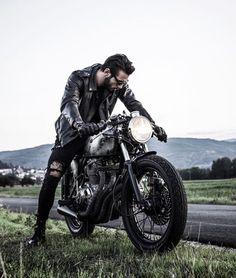 Sexy Motors and Lifestyle : Photo Bobber Style, Motorcycle Style, Motorcycle Outfit, Motorcycle Photography, Man Photography, Hummer, Ps Wallpaper, Travis Pastrana, Vintage Cafe Racer