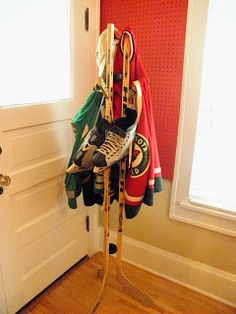 Let's face it; hockey gifts are the best gifts. Gift giving can be hit or miss, or even worse a budget breaker, but you can never go wrong giving the gift of more hockey swag. Here are some gift ideas for the hockey player or fanatic in your life! Rink Hockey, Hockey Games, Hockey Mom, Hockey Stuff, Youth Hockey, Field Hockey, Hockey Decor, Hockey Crafts, Hockey Bedroom