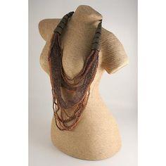 COLLANA MINERVA ARANCIO MARRONE  -  Elegantissima ed importante collana multifilo realizzata con piccole perline in legno unite tra loro a formare quasi un tessuto, nei toni dell'arancio marrone, chiusura a bottone.