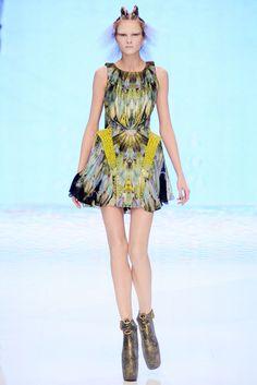 Sfilata Alexander McQueen Parigi - Collezioni Primavera Estate 2010 - Vogue