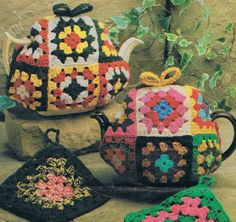 Granny Squares Tea Cosy and Pot Holder, Vintage Crochet Pattern