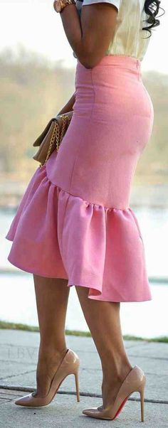 .A flirty fun Skit! Everyone should have one of these in their favorite color. 💜 Peplum Skirts, Pink Skirts, Skirt Outfits, High Waisted Skirt, Dress Skirt, Work Outfits, Black Pencil Skirts, Pink Pencil Skirt, Black Ruffle Skirt