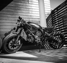 Ducati Scrambler Cafe Racer Bobber Bikes, Cars Motorcycles, Ducati Scrambler Sixty2, Motorbike Accessories, Moto Bike, Sport Bikes, Custom Bikes, Luxury Life, Bobbers