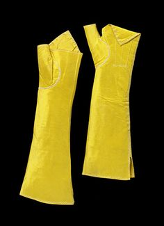 Dainty yellow silk fingerless mitts made in England between 1780 and 18th Century Clothing, 18th Century Fashion, Historical Costume, Historical Clothing, Rococo Fashion, Vintage Fashion, Vintage Style, 18th Century Costume, Vintage Gloves
