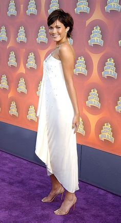 Halter neck Pleated White Dress Mandy Moore #fashion  #style