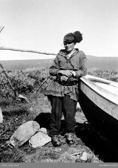 Sami Tomas Pittja with a boat. Bálddaluokta, Norrkaitum, Girjas Sami community, Gällivare parish, Lapland, Sweden. 1938 | Gurli Lööf, Nordiska museet. Creative Commons Attribution 3.0 Unported license