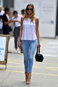 Chic 45+ Beautiful Simple Outfits Ideas That Anyone Can Wear Everyday https://www.tukuoke.com/45-beautiful-simple-outfits-ideas-that-anyone-can-wear-everyday-4854