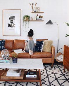 Sofá de couro cool: saiba como explorar a decoração da sala com o sofá