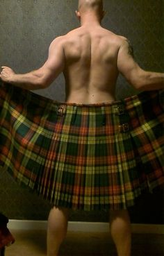 Boys - Now the Scotsman woke to nature's call and stumbled towards a tree Behind a bush, he lift his kilt and gawks at what he sees And in a startled voice he says to what's before his eyes. O lad I don't know where you been but I see you won first prize