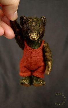 Meeka Green, Miniature Mohair Artist Teddy Bear from Aerlinn Bears / Aerlinn Bears