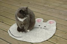 Felted Cat mat with mouse / Cat bed/ Sleeping place/ Cat pad